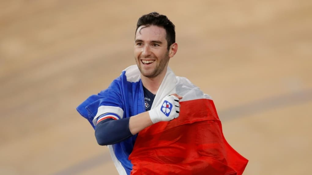 Benjamin Thomas auréolé du drapeau tricolore lors de son titre mondial sur l'omnium à Berlin le 29 février dernier