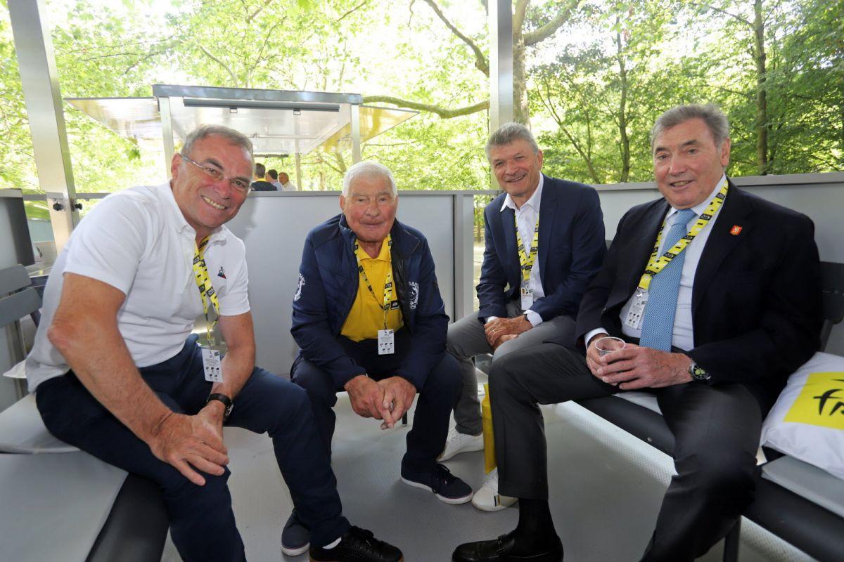 Bernard Hinault se réuni encore régulièrement avec d'autres légendes de la Grande Boucle, comme le regretté Raymond Poulidor, Bernard Thévenet ou encore Eddy Merckx