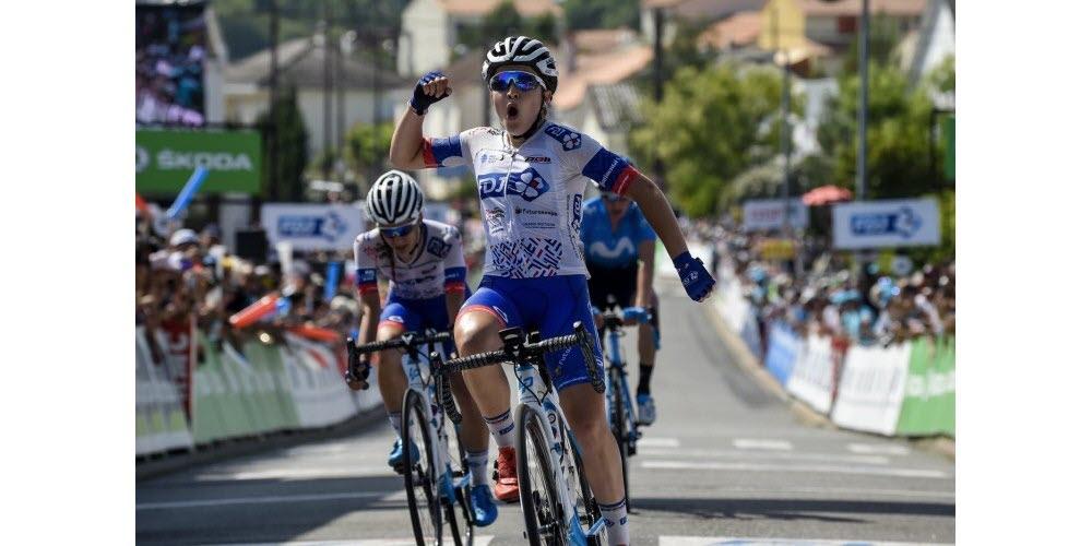 Jade Wiel célébrant sa victoire sur les championnats de France