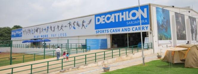 Magasin de cash and carry Décathlon dans la région de Bangalore en Inde