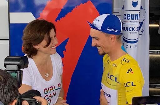 Roxana Maracineanu avec le maillot jaune Julian Alaphilippe au départ de Mulhouse sur le Tour de France 2019