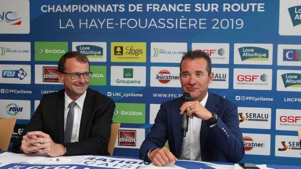 Thomas Voeckler avec Michel Callot lors de sa présentation en tant que sélectionneur de l'équipe de France lors des championnats de France 2019