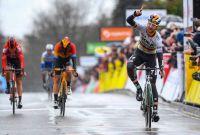 Maximilian Schachmann remporte la première étape du Paris-Nice 2020