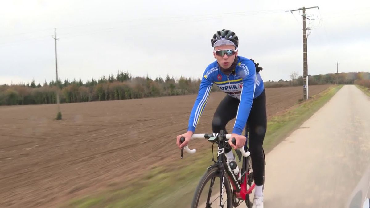 Eddy le Huitouze avec le maillot du club de l'EC Pluvignoise