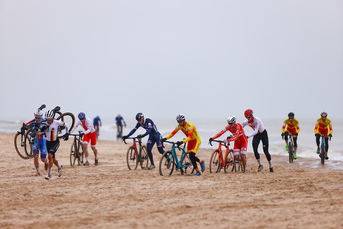 Elites Hommes dans le sable sur le circuit d'Ostende