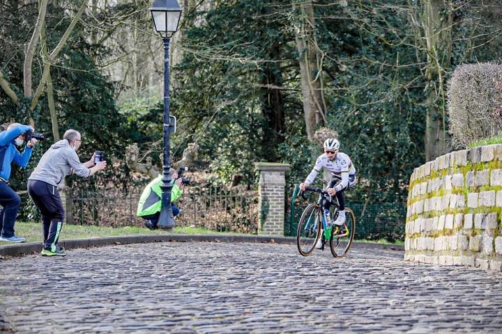 Julian Alaphilippe en reconnaissance avant le Tour des Flandres