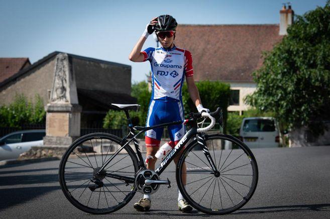 Lenny Martinez avec le maillot de la Conti Groupama-FDJ