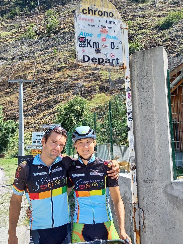 Marion Sicot et son entraineur Vincent Martins au pied de l'Alpe d'Huez, théâtre de la tentative de record