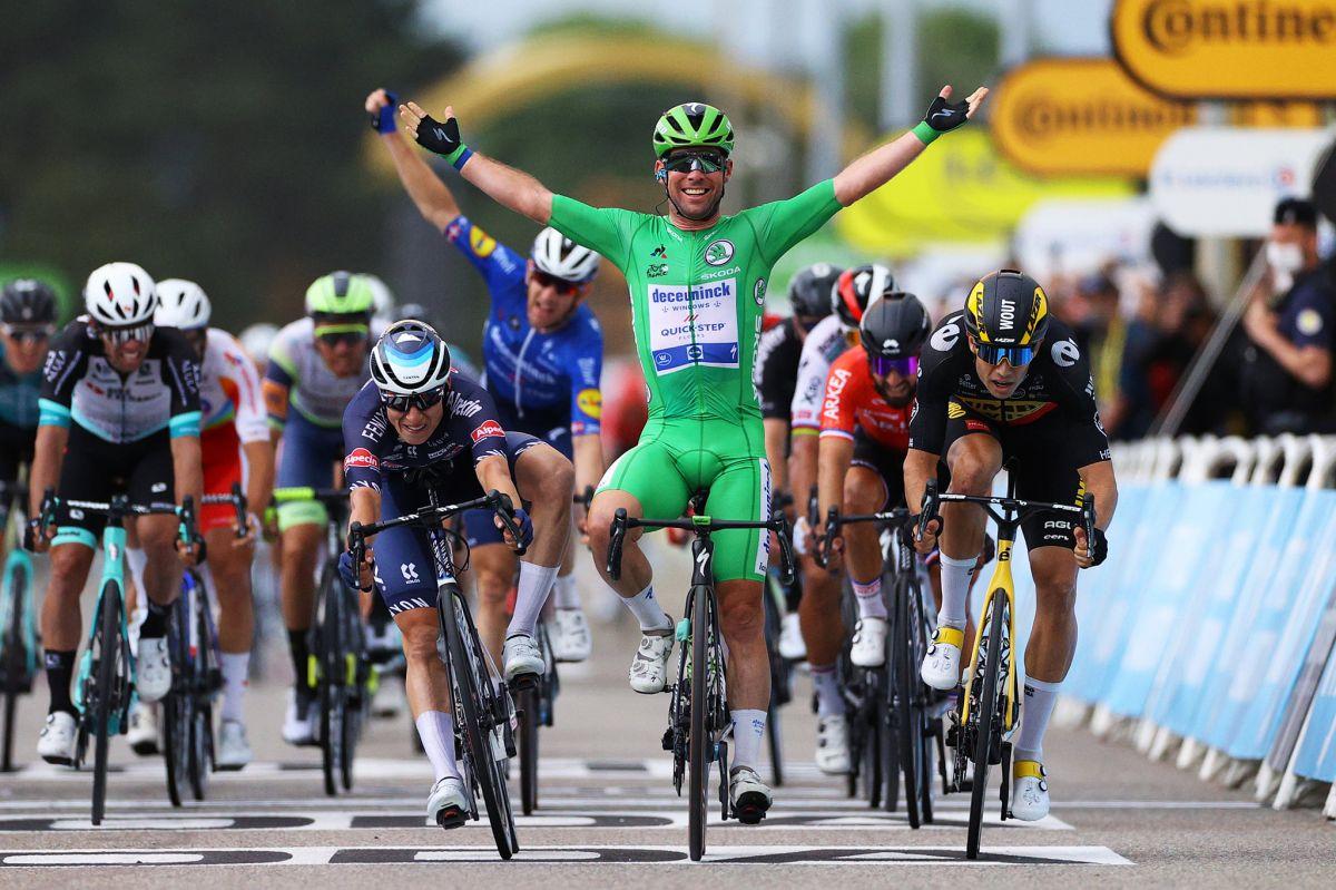 Mark Cavendish devant Wout Van Aert au sprint sur le Tour 2021