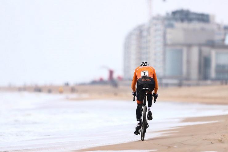 Mathieu Van der Poel s'échappe sur les Championnats du Monde 2021