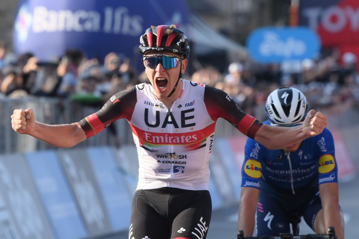 Tadej Pogacar, victorieux du Tour de Lombardie à Bergame, devant Fausto Masnada